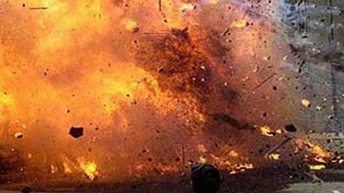 bomb attack on kozhikode houses and shop