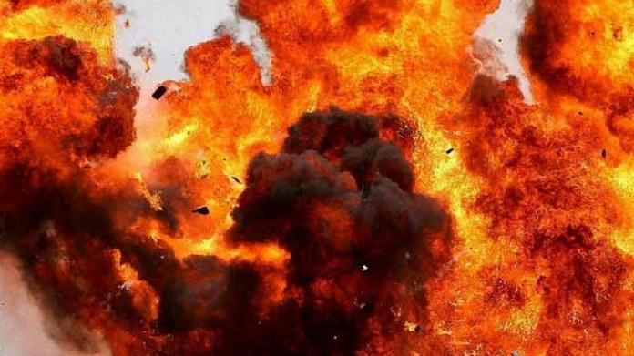 bomb blast in kolkatta one in critical condition