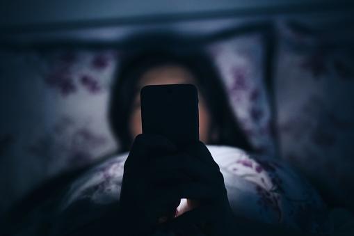 how smart phone blue light affect health