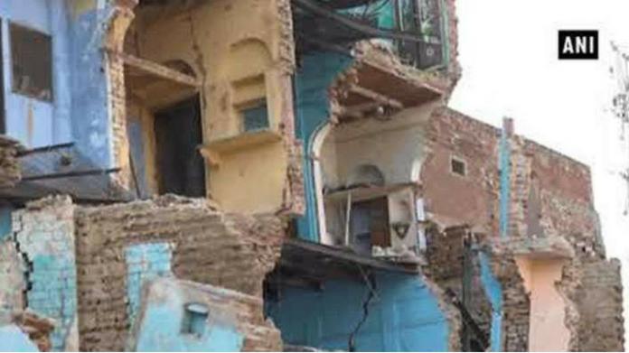 house collapsed in uttarpradesh 3 dead