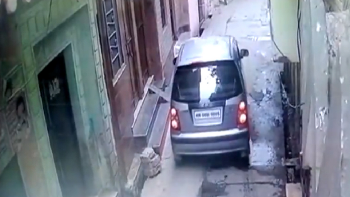 woman drops a new born baby on a street from a car