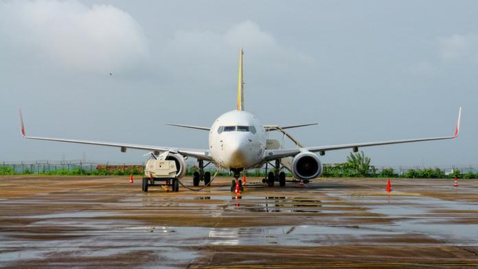 airplane skid from runway nedumbassery airport