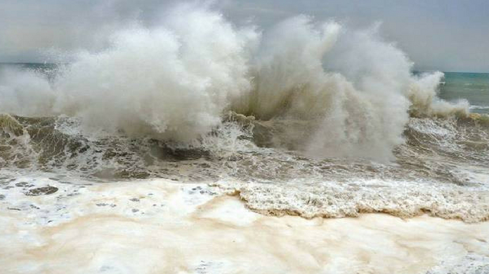 rough sea in kollam