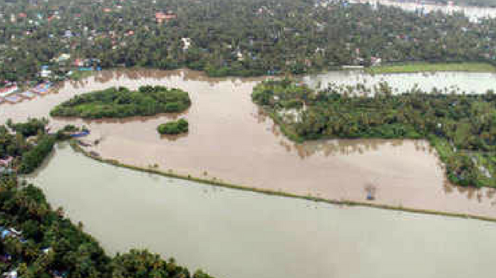 2 lakhs per person for the kin of dead kerala floods