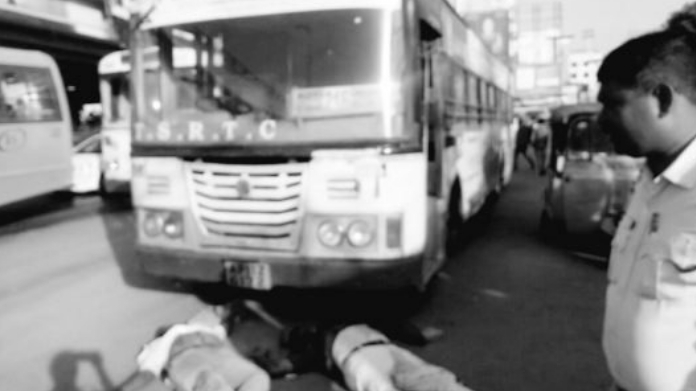 bus rammed to bus stop in gachibowli killing 3