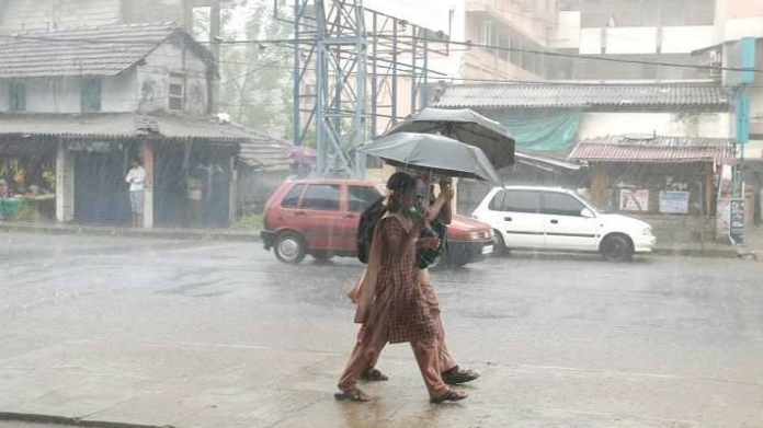 chances of heavy rain within next 6 10 hours