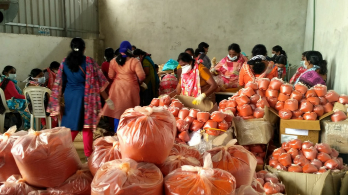 kudumbasree prepares 5000 kit for flood affected