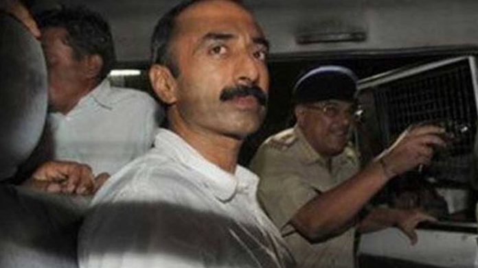 sc asks gujarat govt to answer on sanjeev bhatt issue within oct 4