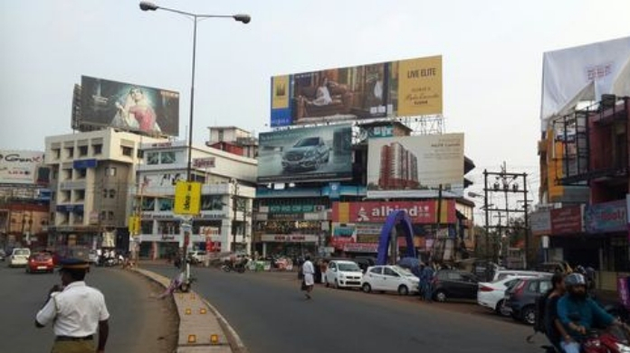 hc asks to remove hoarding before oct 30