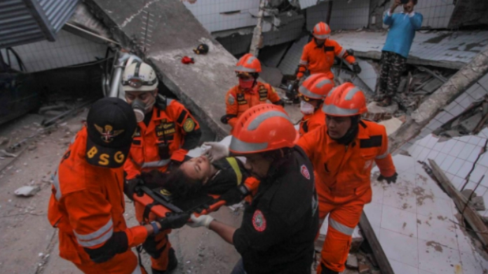 indonesia earthquake death toll crossed 800