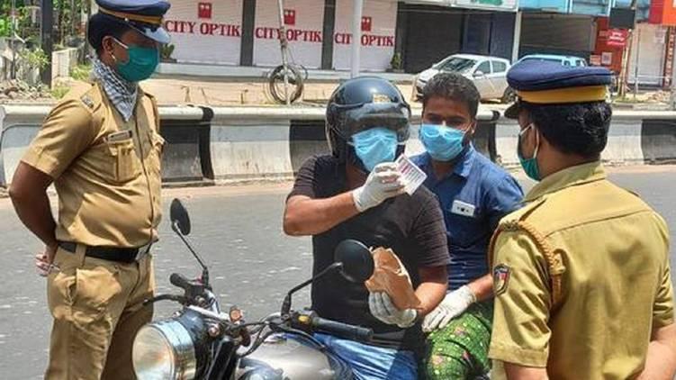 lockdown kerala police