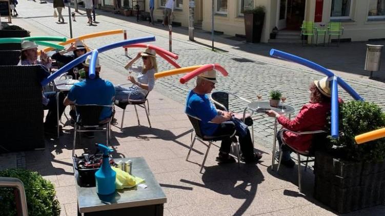 German cafe social distancing