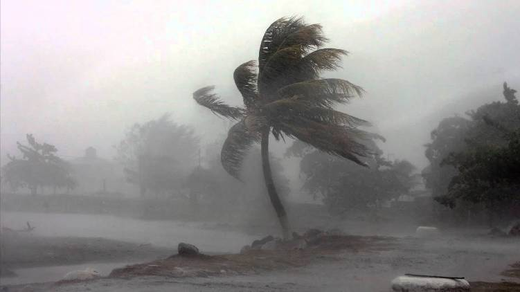 amphan cyclone to hit Bengal in hours
