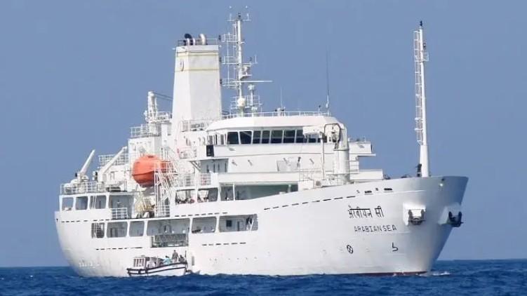 2 ships lakshadweep kochi
