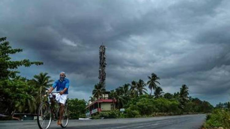 yellow alert four districts of keralaമഴ