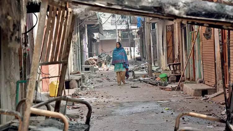 Delhi Riots  ; Police  filed  charge sheet against 410 people