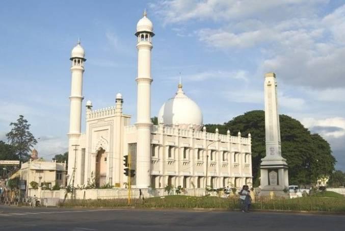 muslim pilgrim centers not open for prayer