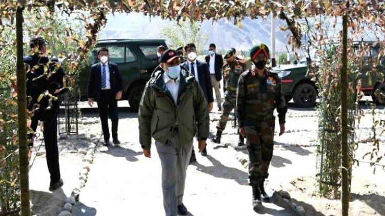 prime minister narendra modi visits army hospital