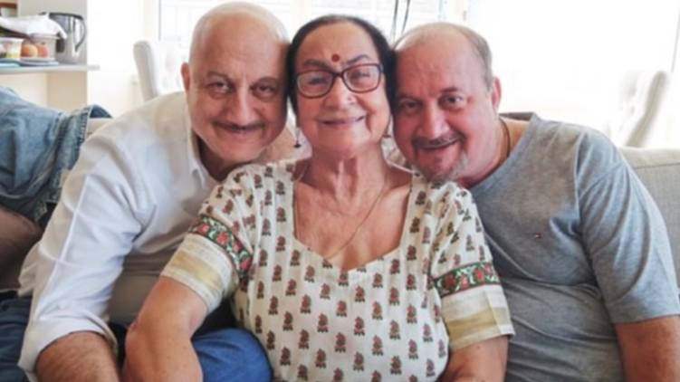 actor anupam kher family tests covid positive