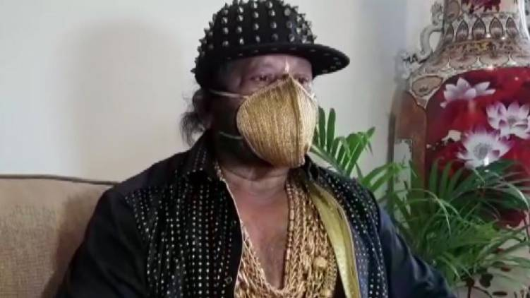 gold man wars mask worth 3.5 lakhs
