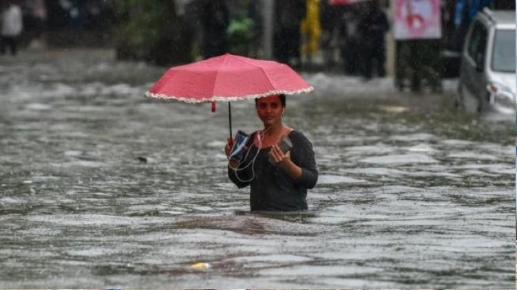 Heavy Rain Cyclone Mumbai