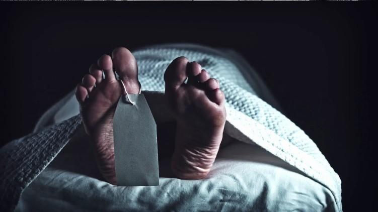 Dead woman breathing funeral