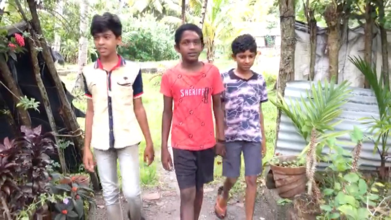 arattupuzha fight captured by 9th class student