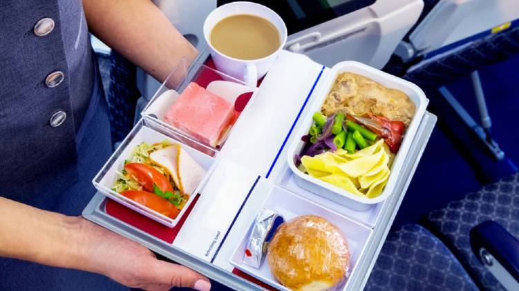 food can be served in airplane