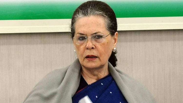 sonia gandhi step out as temporary president soon