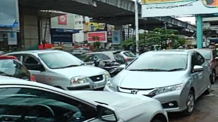 kochi car parking