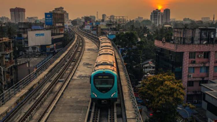 kochi metro to petta begins service