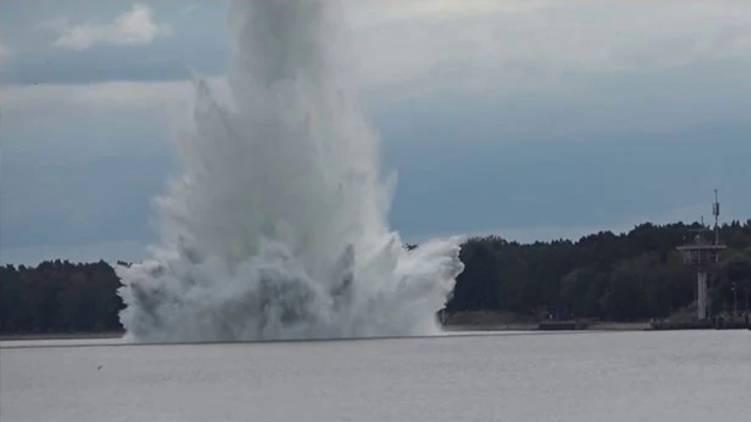 5000 Kg Bomb Explodes Underwater