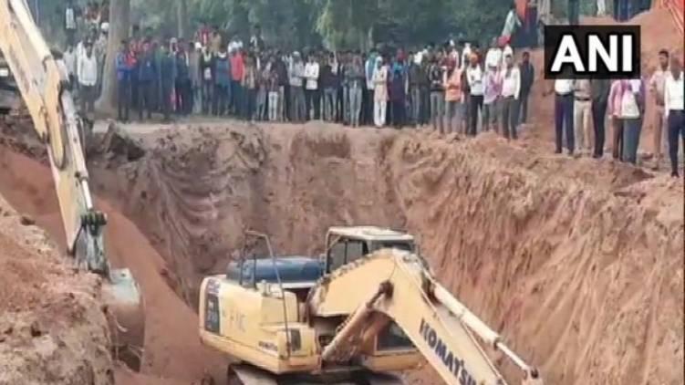 Rescue operation continues, three-year-old boy fell into a borewell, Madhya Pradesh