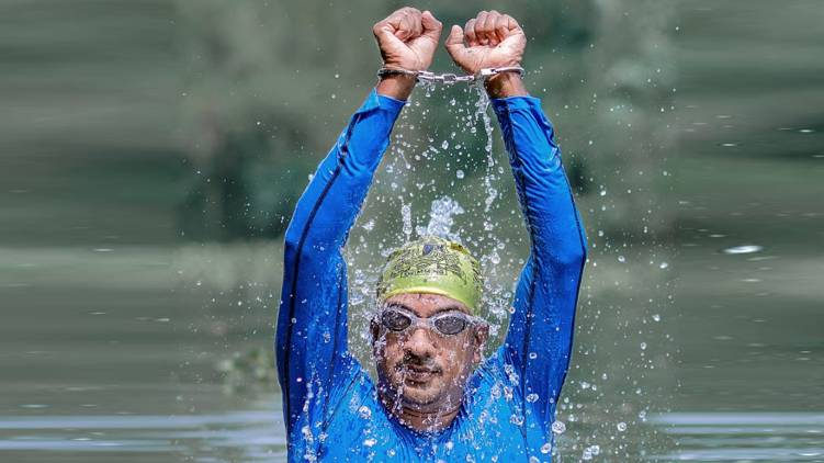 ratheesh Guinness World Record for adventure swimming