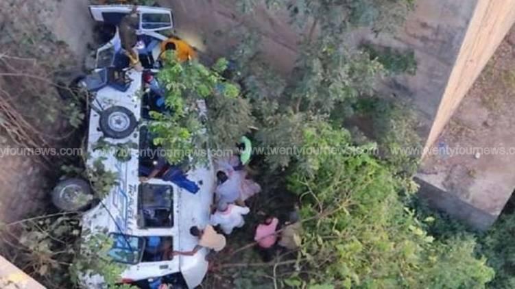 maharashtra traveler fell into abyss