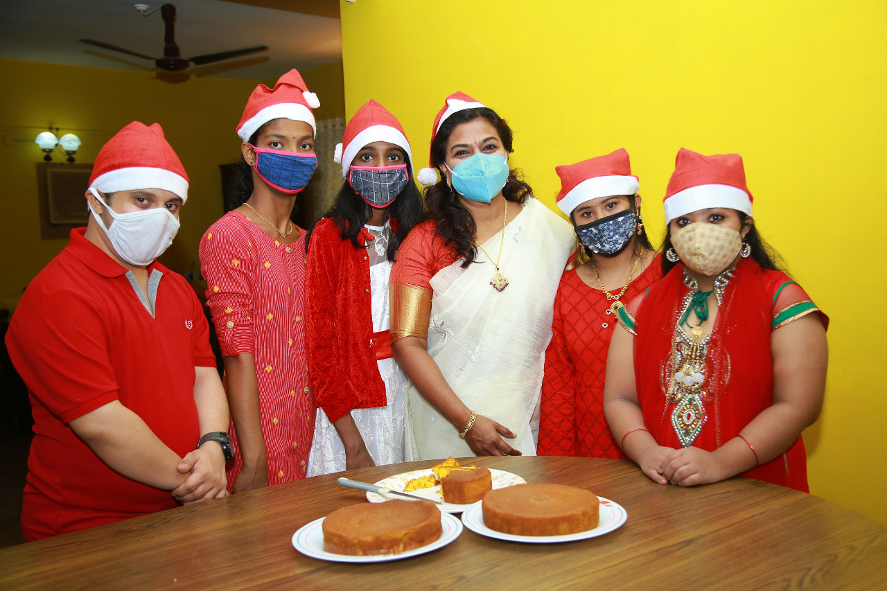 cifi celebrates Christmas with differently baled kids