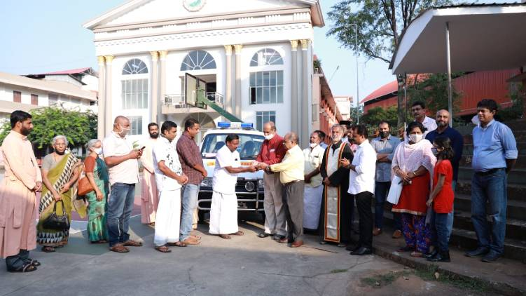 alumni donates ambulance kumily