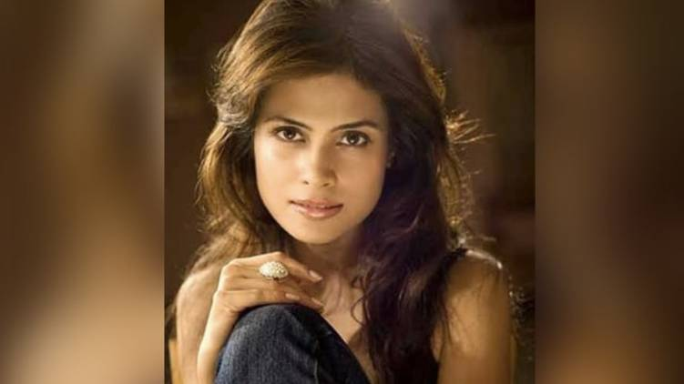bollywood actress arya banerjee found dead