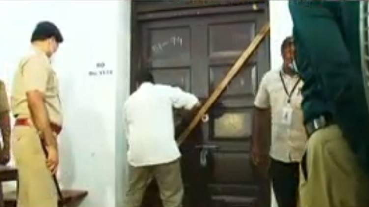 kerala election strong rooms opened