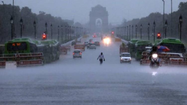 Heavy rains around Delhi