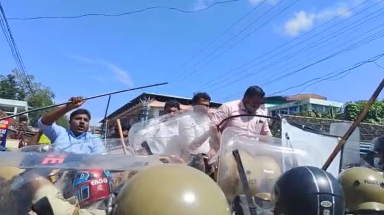 pathanapuram youth congress march