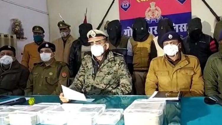 Cops Uniform Robbed Jeweller