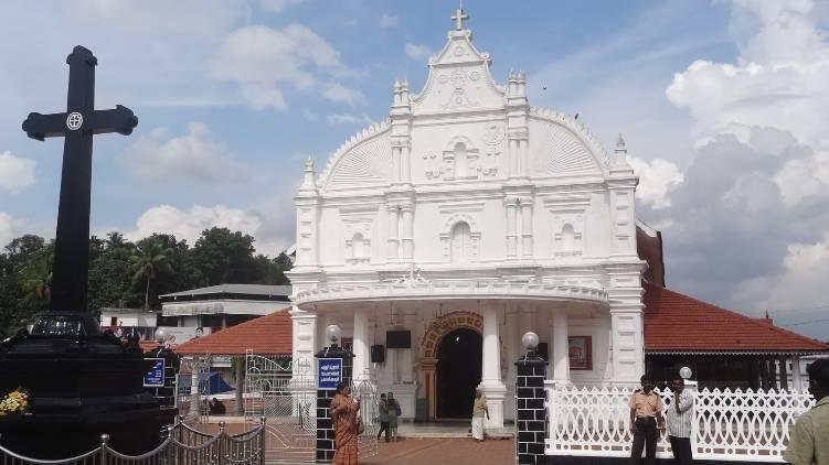 hc stays single bench verdict on kothamangalam church case