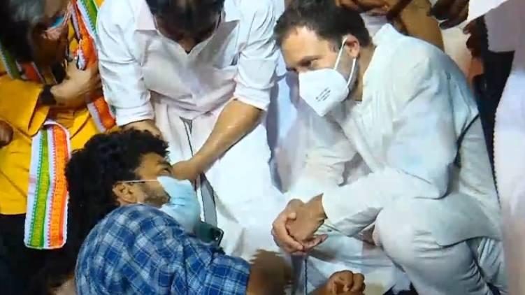 rahul gandhi supports psc strike