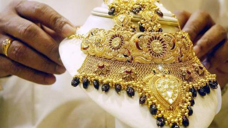 gold price dropped by 200 rupees