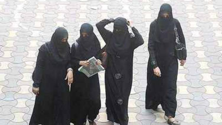 should ban burqa in india says up minister