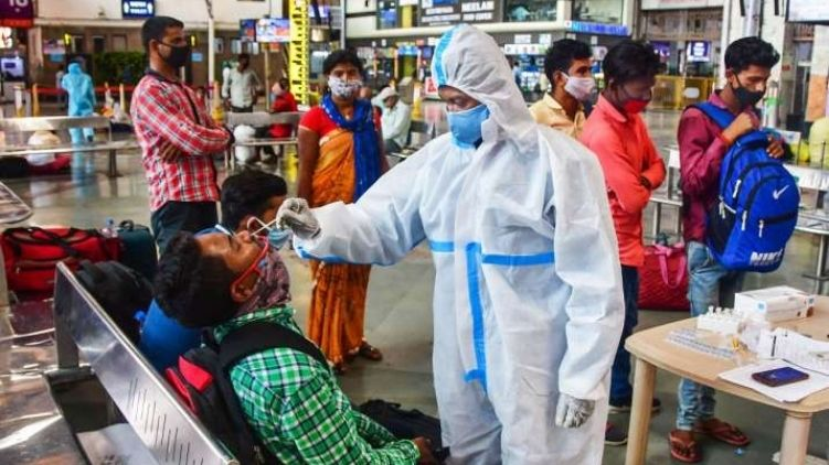 India reports 295,041 new Covid cases