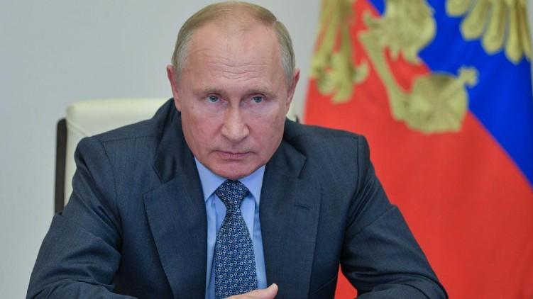 Vladimir Putin signs law