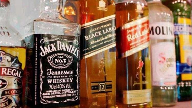 Liquor smuggling Mahe Kerala