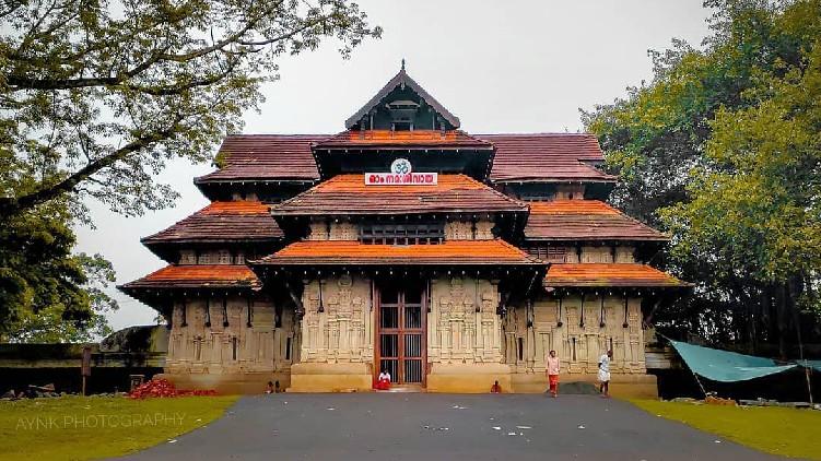 priest covid vadakkum natha